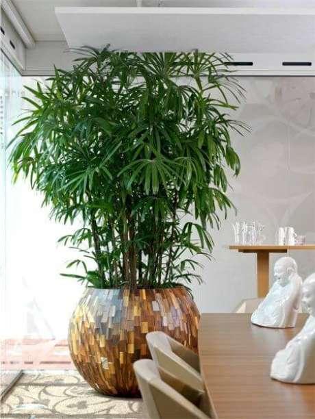 71. Vaso grande na sala de jantar – via: Pinterest