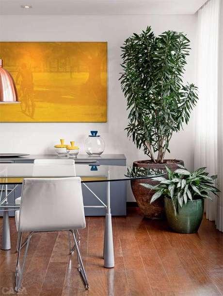 72. Vaso grande na sala de jantar moderna – Via: Pinterest