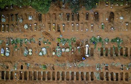 Cemitério Vila Formosa, em São Paulo 13/05/2020 REUTERS/Amanda Perobelli