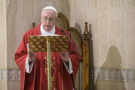Papa Francisco falou que pandemia do novo coronavírus chegou como um 'dilúvio' e pediu orações