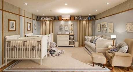 25. Quarto de bebê decorado na cor creme e azul claro – Foto: Webcomunica