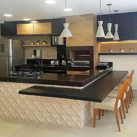 4. Cozinha gourmet moderna decorada na cor creme e preto – Foto: Revestindo a Casa