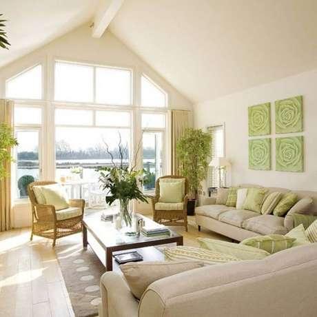 8. Decoração para sala de estar na cor creme claro e verde – Foto: Pinterest