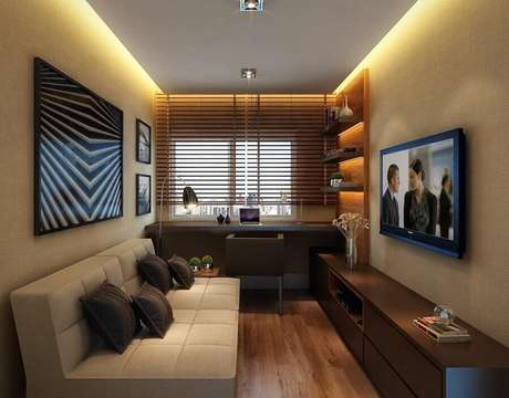 43. Sofá cor creme para decoração de sala pequena planejada com rack de madeira – Foto: Histórias de Casa