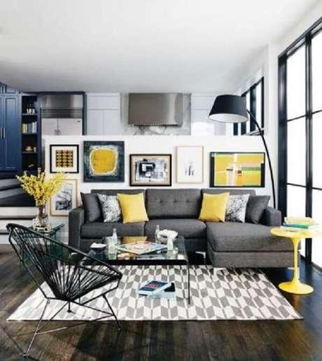 22. Modelo de sofá modular com chaise cinza. Fonte: Pinterest