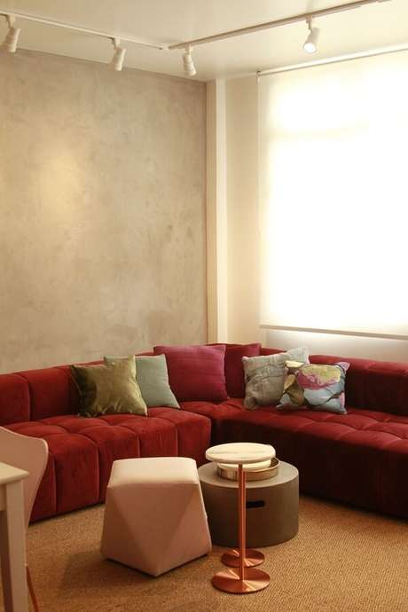 40. Modelo de sofá modular em tom vermelho. Fonte: Pinterest