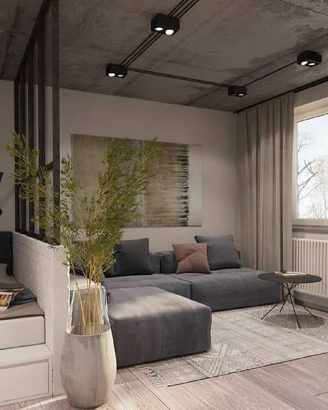 76. Módulos de sofá em tom cinza se adaptam a decoração industrial. Fonte: Pinterest