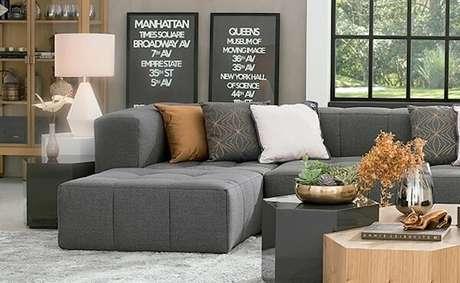 55. O sofá modular cinza fica discreto na decoração. Fonte: Dicas de Mulher
