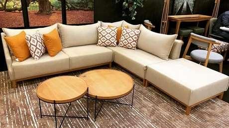 17. O sofá modular com chaise traz ainda mais conforto para o espaço. Fonte: Garimpo