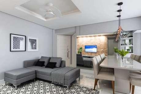 2. O sofá modular pode separar ambientes integrados. Fonte: Thais Carvalho Arquitetura