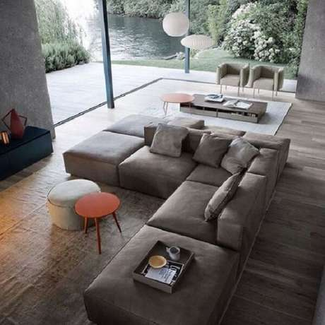 42. O sofá modular sem braço é a grande atração do ambiente. Fonte: Pinterest