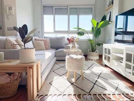 73. Os módulos de sofá preenchem a sala de estar. Fonte: LacasitaHappy