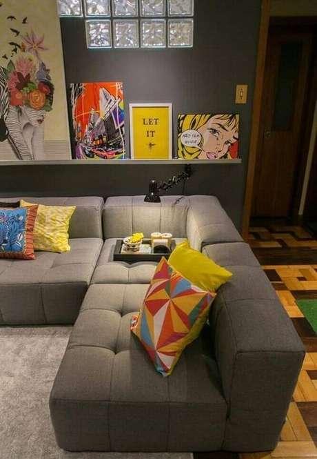 72. Os sofás modulares separados fazem toda a diferença na decoração. Fonte: Studio Feijo