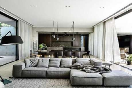 24. Sofá modular cinza aconchegante. Fonte: Pinterest