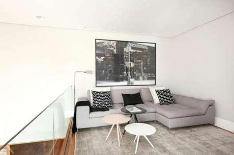 52. Sofá modular com chaise alinhado na parede. Fonte: Si Saccab