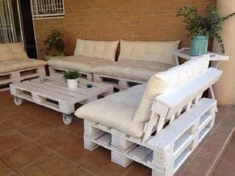 15. Sofá modular de pallt para o terraço. Fonte: Pinterest