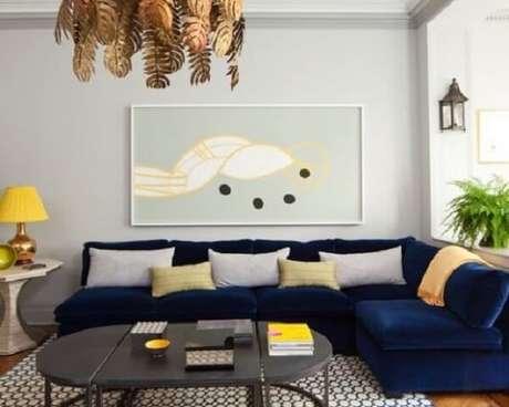 44. Sofá modular de veludo decora a sala de estar. Fonte: Pinterest