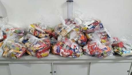 Corinthians doa cestas básicas para famílias de jogadores da base
