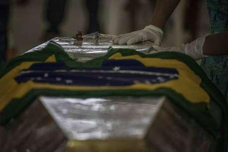 Brasil registrou mais de 400 mortes em 24 horas pelo novo coronavírus