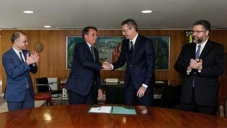 Bolsonaro dá posse ao delegado Rolando Alexandre de Souza como diretor-geral da Polícia Federal