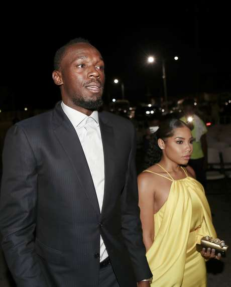 Usain Bolt e a namorada, Kasi Benett, em Kingston 03/12/2017  REUTERS/Gilbert Bellamy