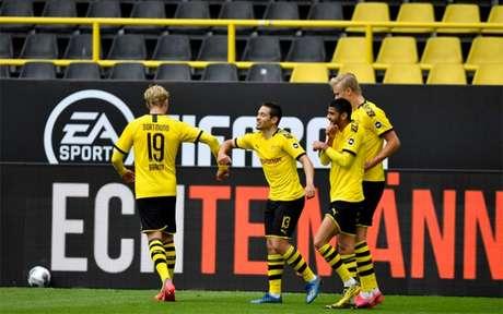 Jogo entre Borussia Dortmund e Schalke 04 foi um dos mais aguardados (Foto: Martin Meissner/AFP)