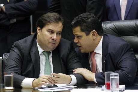 Os presidentes Rodrigo Maia, da Câmara, e Davi Alcolumbre, do Senado
