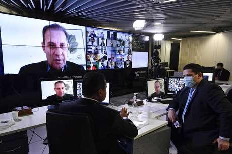 Presidente do Senado, Davi Alcolumbre, conduz a votação remotamente