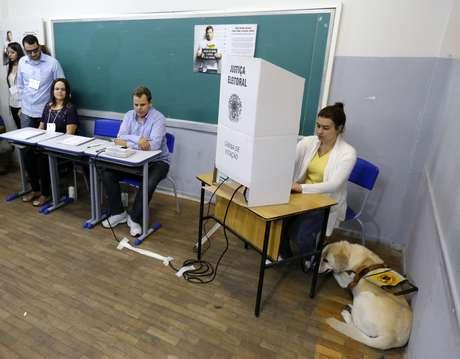 Local de votação em Belo Horizonte 26/10/2014 REUTERS/Sergio Moraes