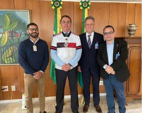 O Dr. Márcio Tannure, o presidente Jair Bolsonaro, o presidente Rodolfo Landim e o diretor Aleksander Santos em Brasília (Foto: Reproduçã/Instagram)