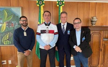 Bolsonaro ao lado de Landim, Tannure e Aleksander Santos, diretor do clube (Foto: Arquivo Pessoal)