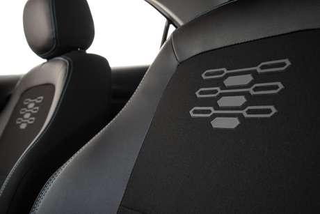 A versão Black traz alguns adereços visuais e tem ajuste de altura do banco do motorista.
