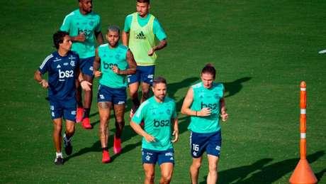Flamengo descumpre ordem do prefeito e treina em campo do CT