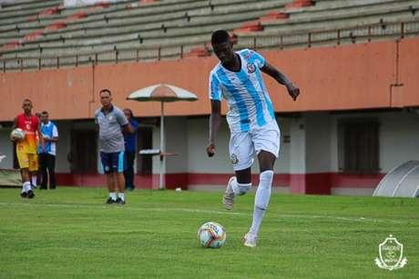 Matheus Babi em ação pelo Macaé (Foto: Divulgação/Macaé)