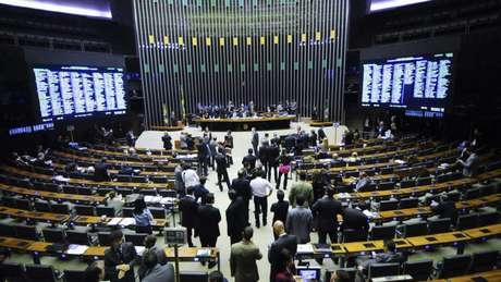 Deputados autorizam governo a contornar 'regra de ouro'