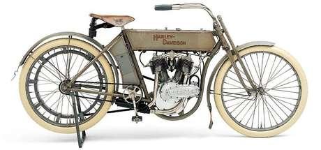 O pioneiro Model 5-D teve a honra de ter sido a primeira motocicleta equipada com o motor V-Twin.