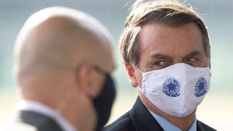 Bolsonaro vive seu momento mais difícil no poder, pressionado pela pandemia de coronavírus e acusações na Justiça