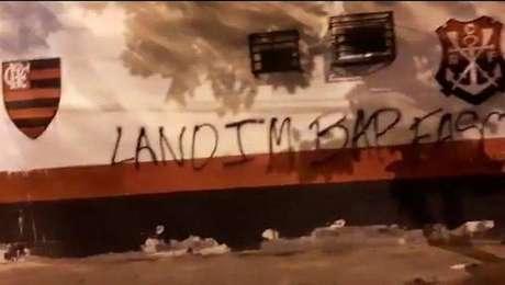 Muro do CT do Flamengo é pichado