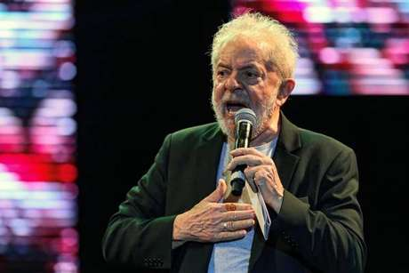 Lula chama de 'pirotecnia' reclamação de Moro sobre suposta interferência na PF