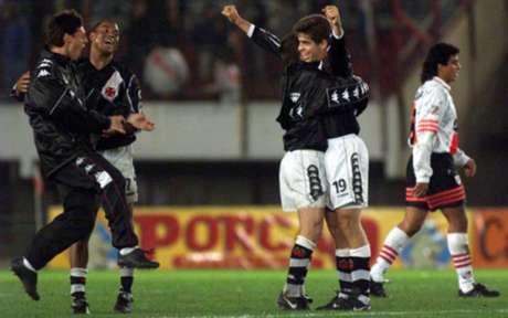 MONUMENTAL! Contra o River Plate (ARG), Juninho acertou cobrança que arrepiou os vascaínos (Reprodução)