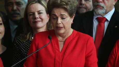 'É claro que os presidentes que não têm apoio no Congresso são vítimas de impeachment, enquanto os outros não', diz Carvalho