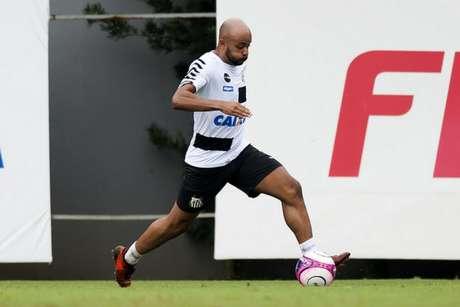 Contratado em 2017, Romário fez apenas duas partidas com a camisa do Santos (Foto: Ivan Storti/Santos)