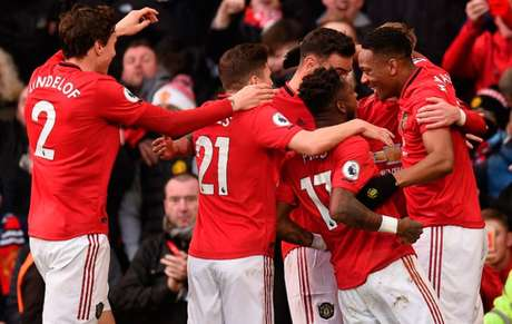 Segundo o United, escudo do clube não está na série do FM (Foto: OLI SCARFF / AFP)