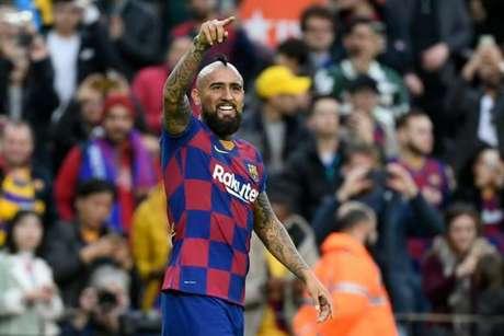 Vidal diz que está feliz no Barcelona e que pretende seguir no clube na próxima temporada (Foto: AFP)