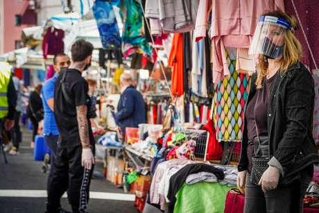 Mercado de rua em Nápoles, sul da Itália