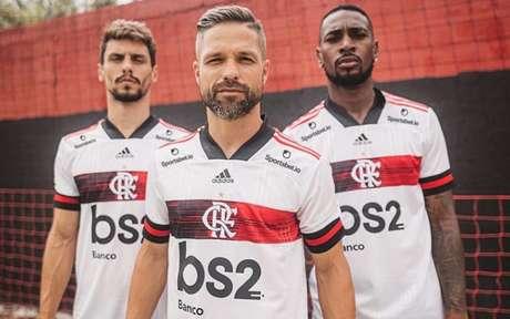 Lançamento da camisa 2, recente, contou com o BS2 no espaço do patrocínio master (Foto: Divulgação/Flamengo)