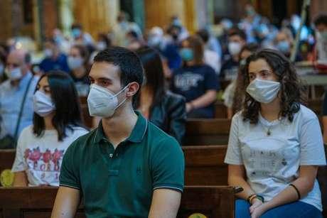 Missa com distanciamento em Turim, na Itália