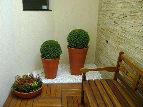 23. Modelo de jardim de inverno bem pequeno com banco.