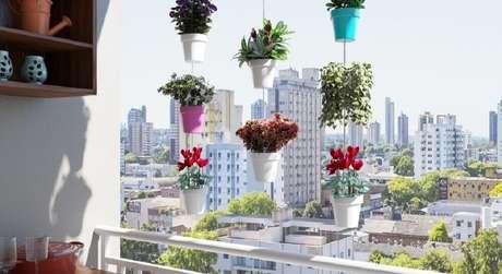 10. O modelo de jardim suspenso é muito indicado para varandas pequenas, pois, não ocupa espaço.