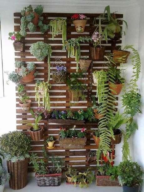 12. É possível encontrar vários modelos de jardim vertical que utilizam reciclagem.